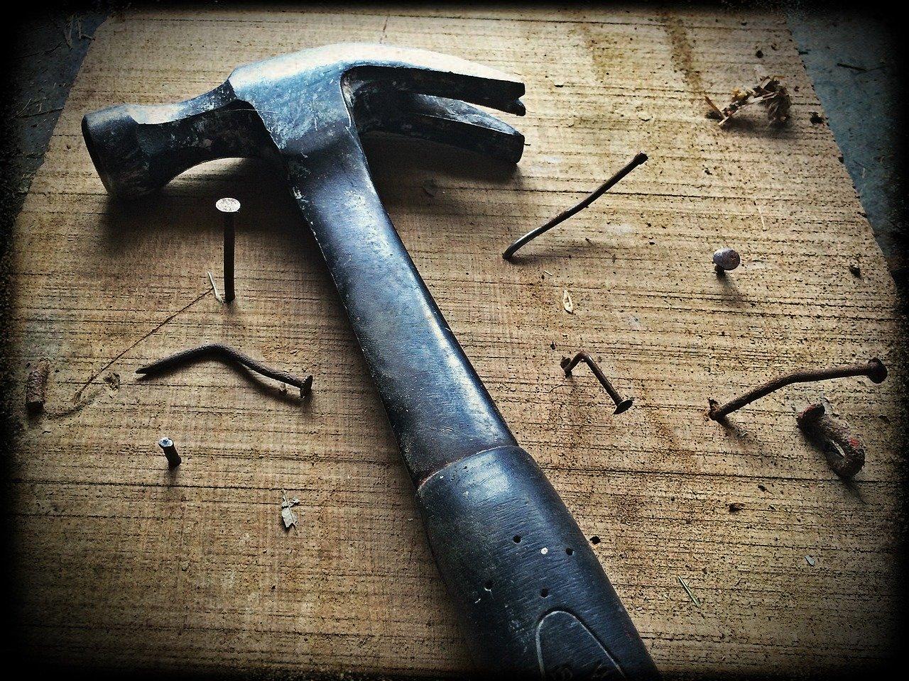 hammer-1629587_1280.jpg